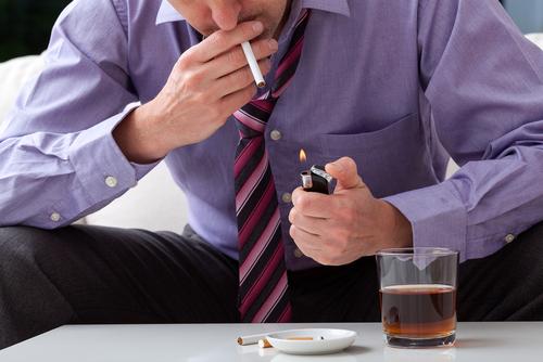 rakovina-hrubeho-creva-alkohol.cigarety