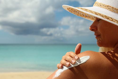 slnečné žiarenie a lieky krém na opaľovanie s vysokým faktorom 50+
