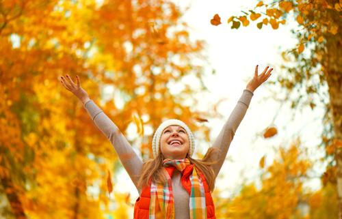 jesenné vypadávanie vlasov červené listy