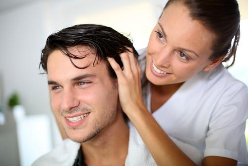 jesenné vypadávanie vlasov masáž hlavy