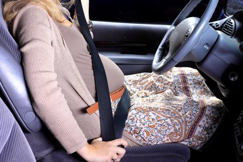 cestovanie tehotnej ženy auto