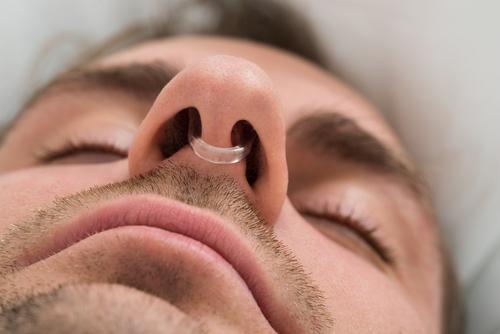 chrápanie prúžok do nosa