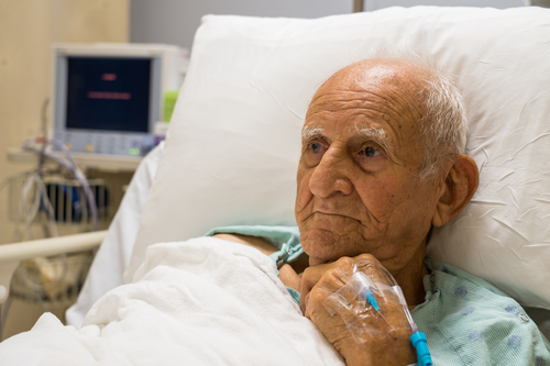 V zariadeniach sociálnych služieb nemá kto podávať lieky 2