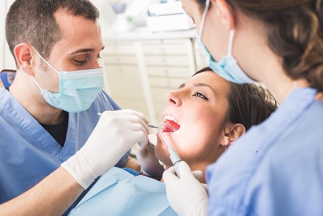 čistenie zubov sódou bikarbónou