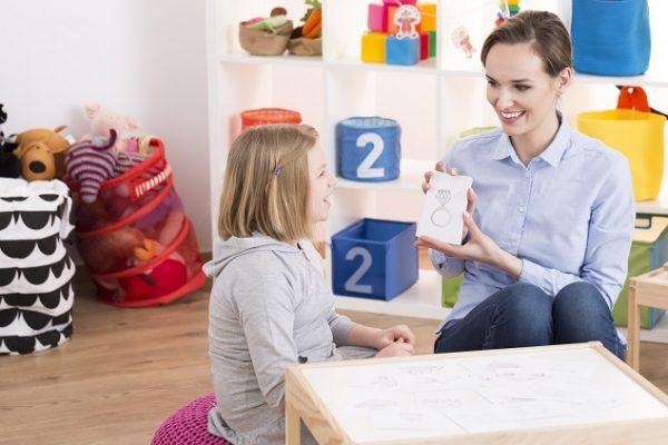 malé-dieťa-s-Aspergerovým-syndrómom
