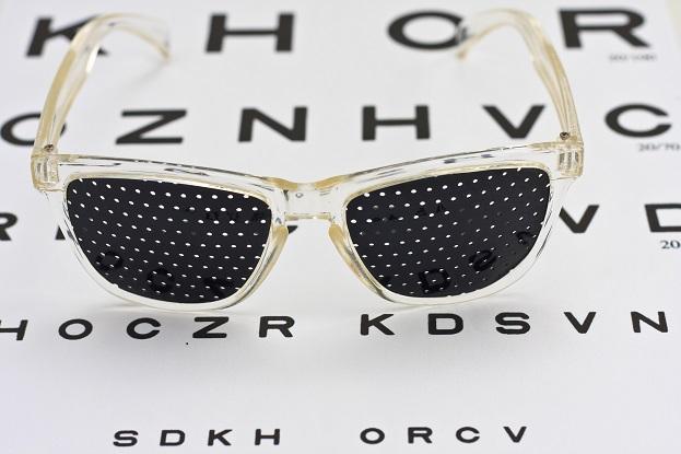 očná-joga-dierkované-okuliare