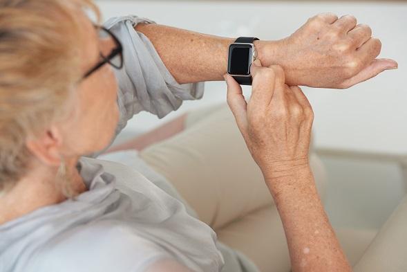 fitness-náramok-s-meraním-krvného-tlaku