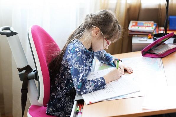 detské-stoličky-k-písaciemu-stolu