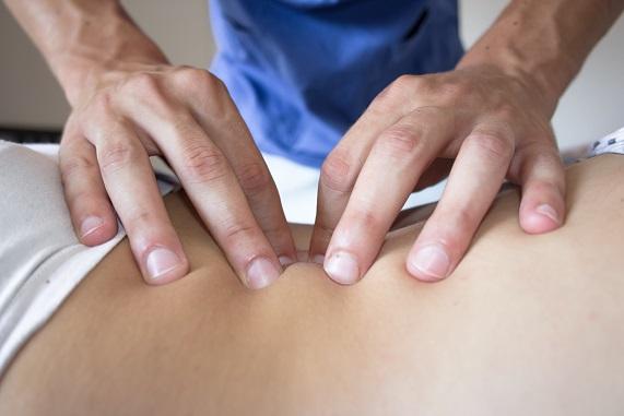 Tlmenie-bolesti-bez-liekov-masáž