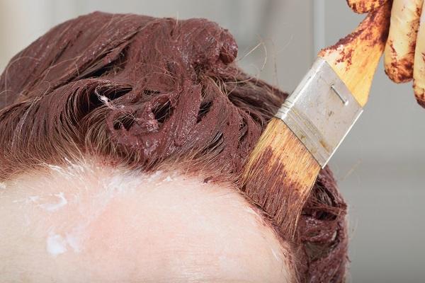 Ako-prekryť-šedivé-vlasy