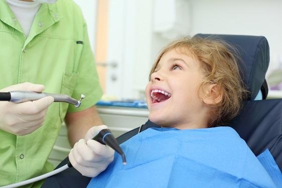 zubná-prehliadka-u-detí-a-dospelých