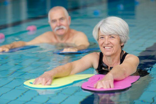 narok-na-kupele-plávajúci-seniori4