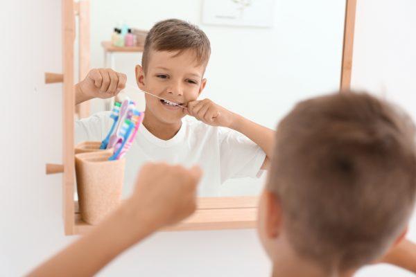 mliečne-zuby-dentálna-niť