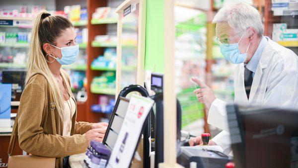 Lekárnik a zákazníčka