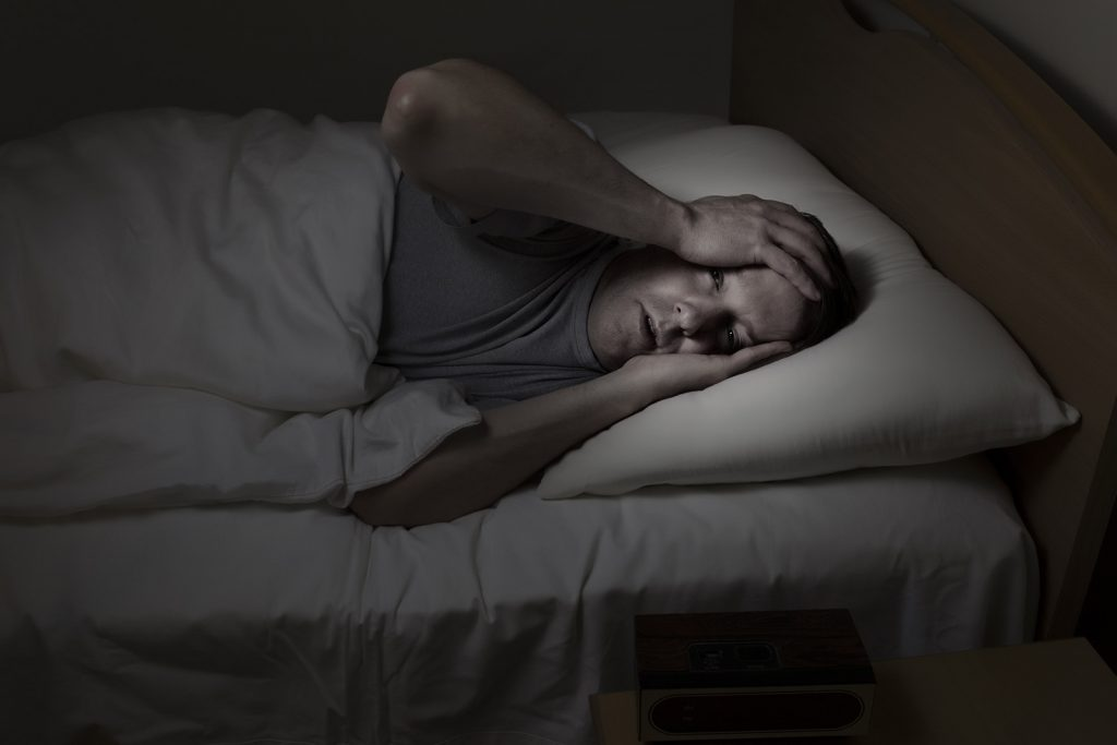 Depresívny muž nevie spať