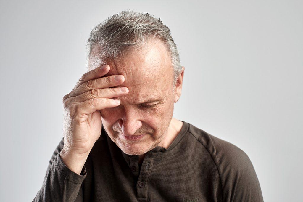 Muža bolí hlava